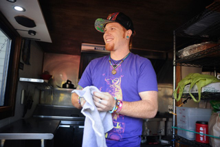 University alumnus serves up sammitches at new food cart
